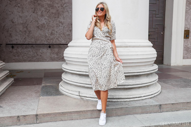 greymatter-mari-prikket-kjole-fra-Neo-Noir-nike-sneaks.jpg