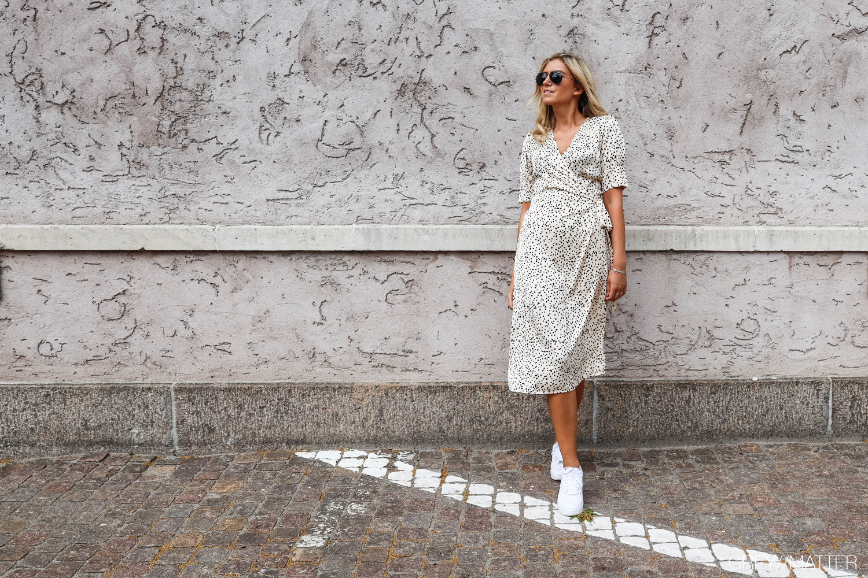 neo-noir-fest-kjole-mari-prikket-kjoler.jpg