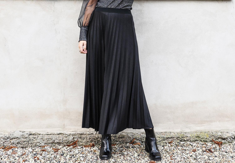 plisse-nederdel-sort-glimmer-nederdele.jpg