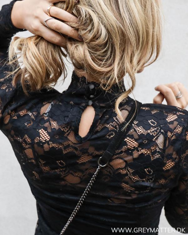 Detalje af Neo Noir blondebluse