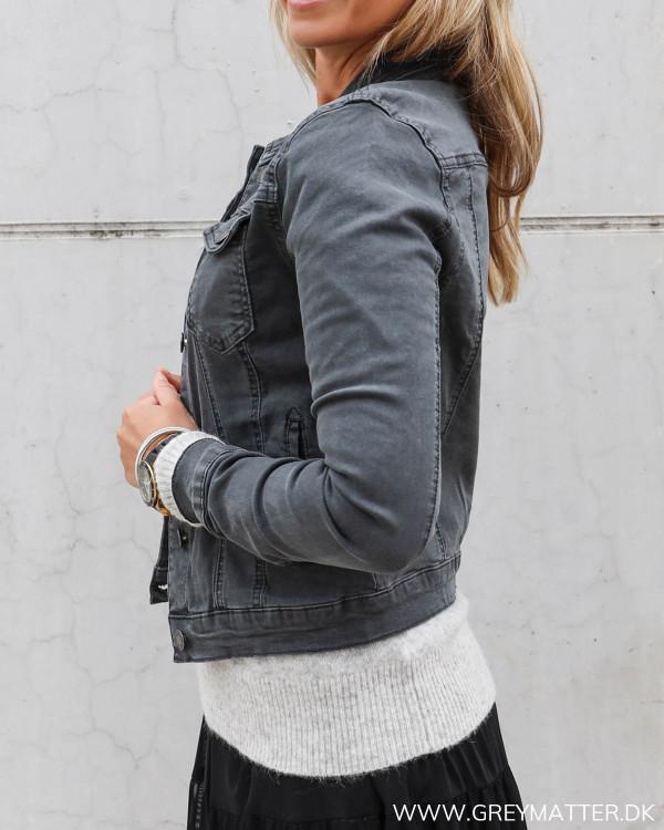 Rå jakke i mørkegrå til kvinder