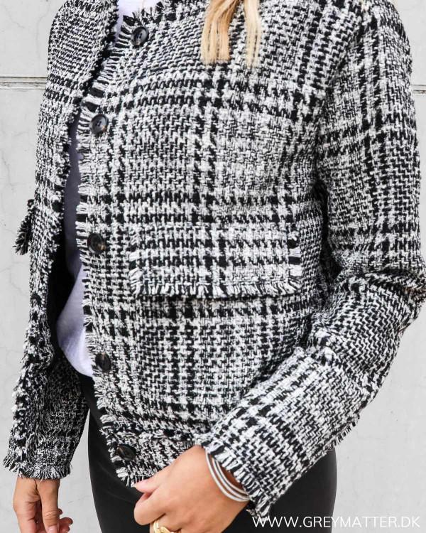 Flot boucle jakke fra Neo Noir i sort og hvid