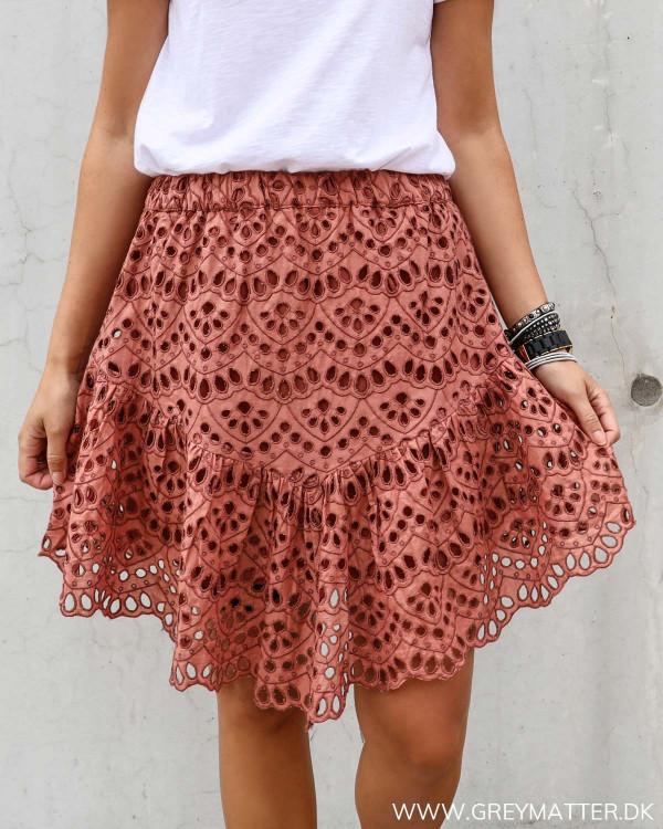 Yas nederdel i smuk rustrød farve