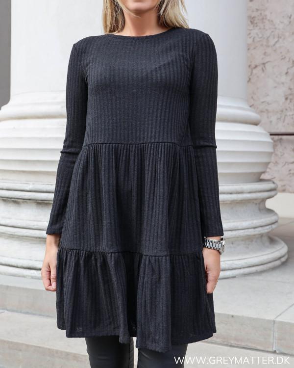 Sort rib kjole fra Vila