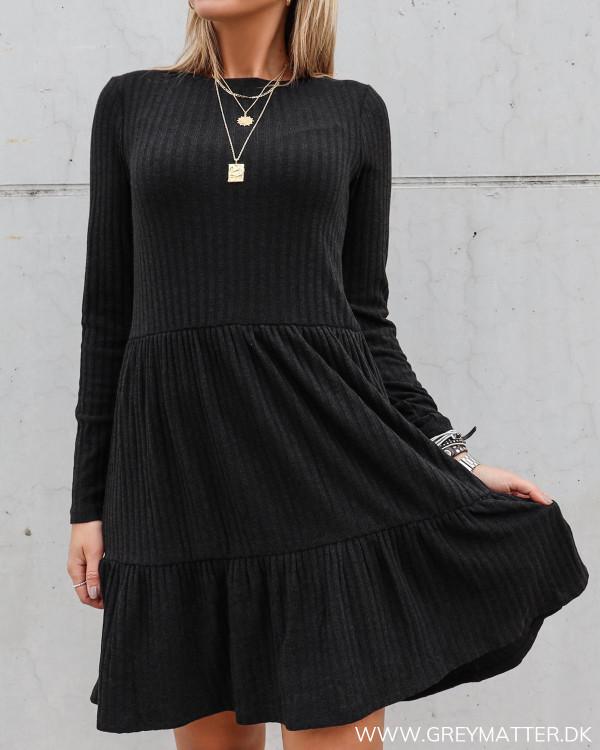 Sort rib kjole fra Vila en god hverdagskjole
