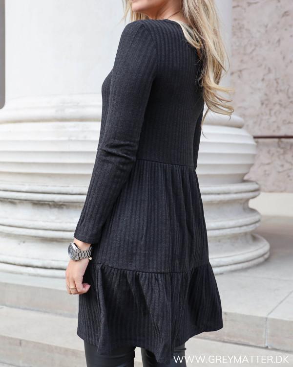 Enkel kjole med rib fra Vila
