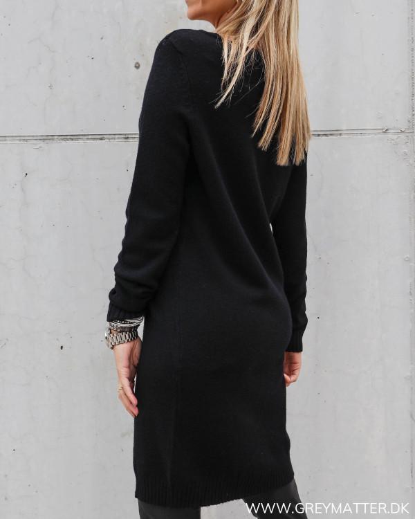 Lækker sort kjole fra Vila i strik og blød kvalitet