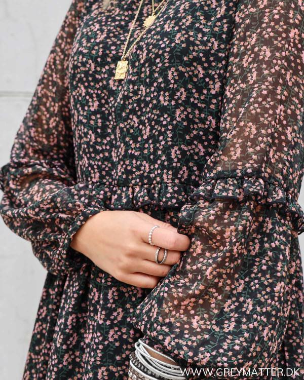Kjole fra YAS med fint blomsterprint