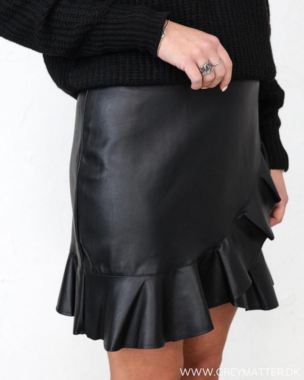 Neo Noir Frilla Faux Black Skirt