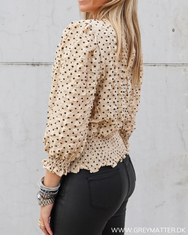 Neo Noir bluse med flotte detaljer
