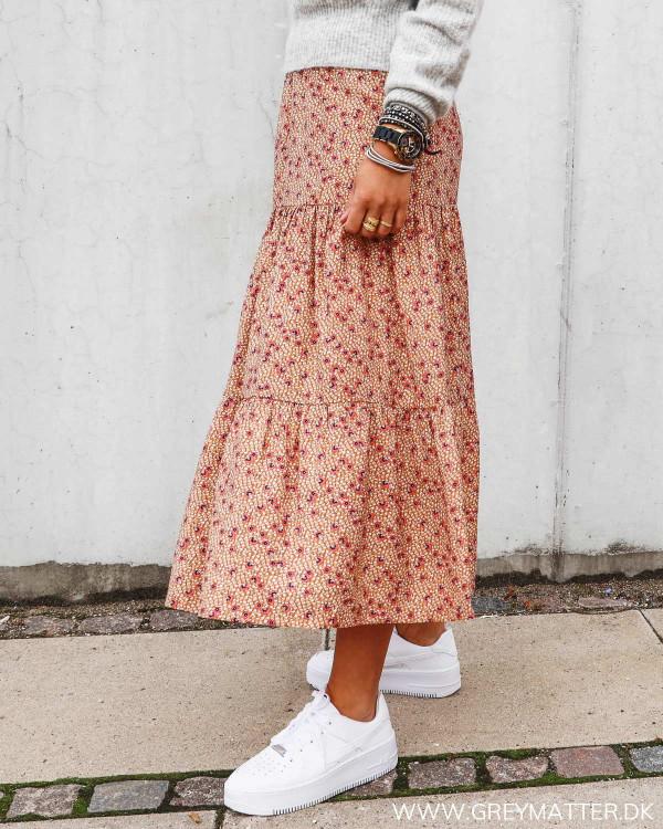 Vila nederdel med print og flæser