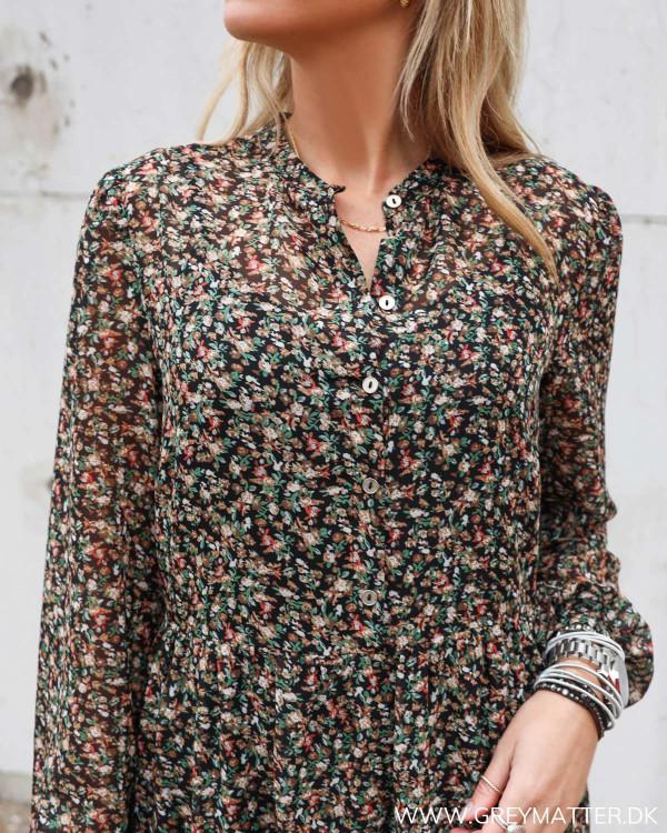 Smuk kjole fra Vila med knapper foran