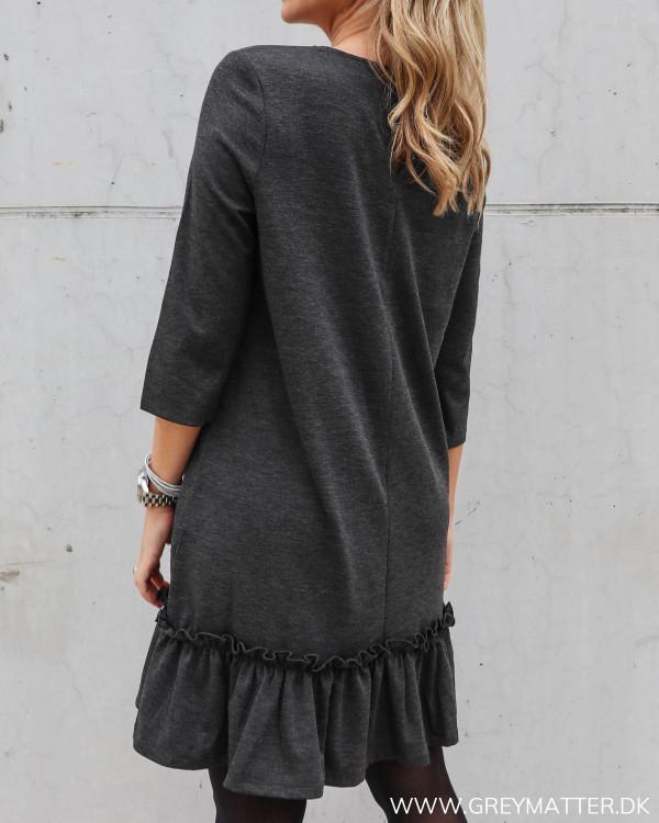 Smuk grå kjole fra Vila