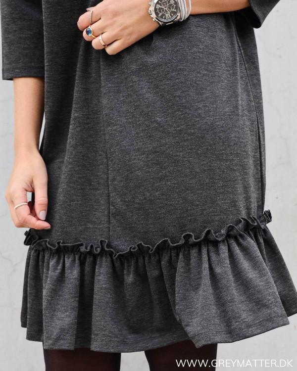 Vila grå kjole