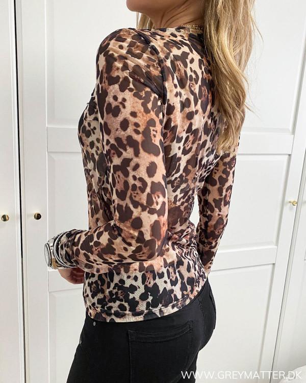 Fest bluse i leopard print