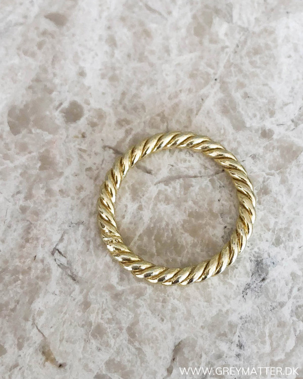 Golden Twisted Minimalism Ring