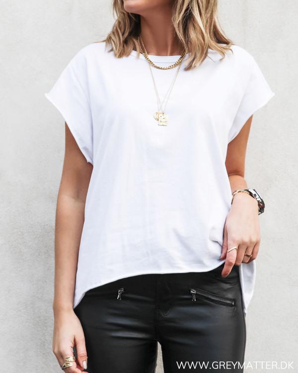 Hvid t-shirt set forfra