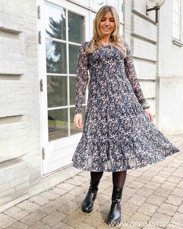 Blomstret kjole fra Vila