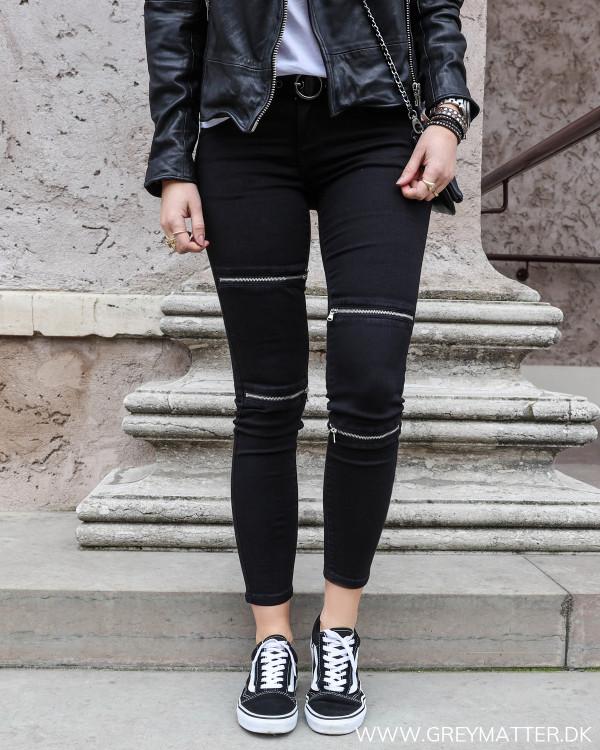 Jeans med lynlås på benene