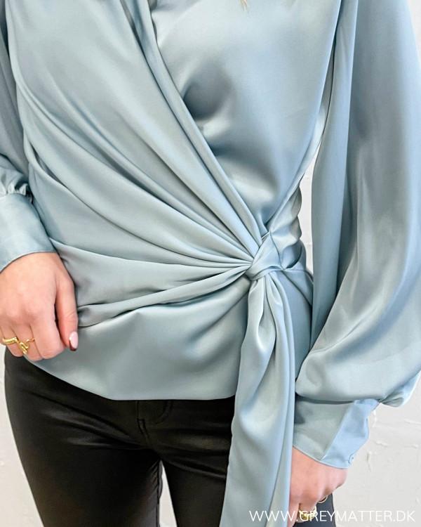Karmamia isblå bluse