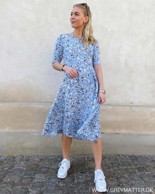 Kjole fra Pieces i lyseblå