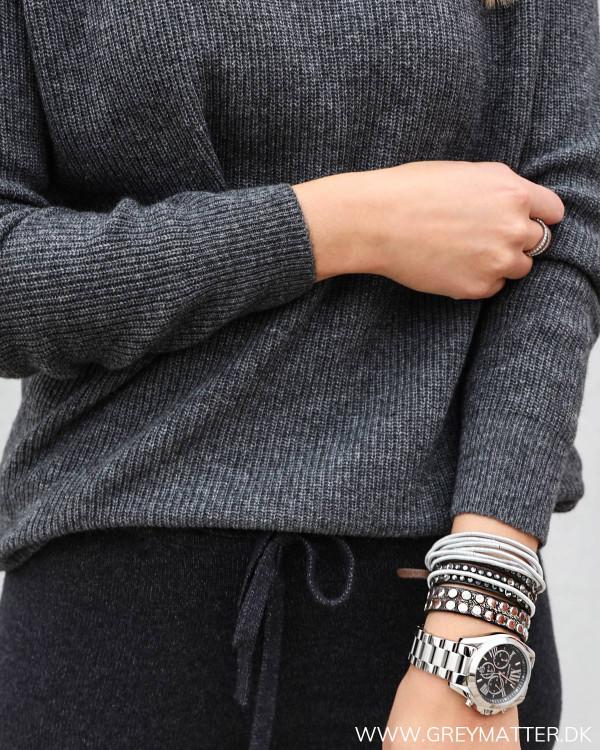 Bluse i grå til damer med flotte detaljer