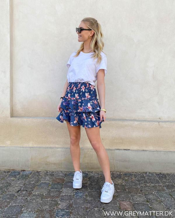 Nederdele til hverdag stylet med hvid t-shirt