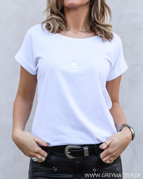 Hvid t-shirt med rund hals til damer
