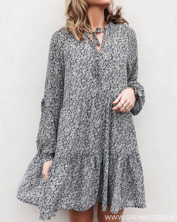 Pieces kjole med print set forfra