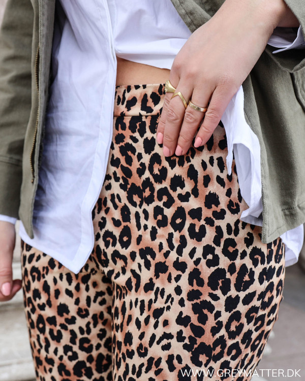 De cool leopard leggings et tæt på