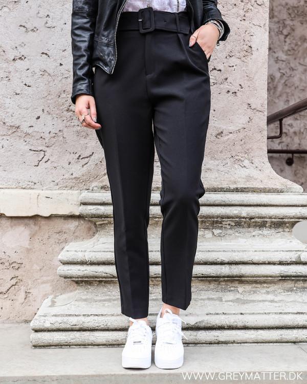 Neo Noir sorte højtaljede suit pants set forfra