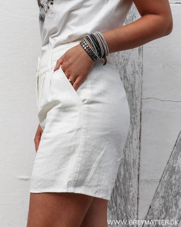 Hvide hør shorts set fra siden