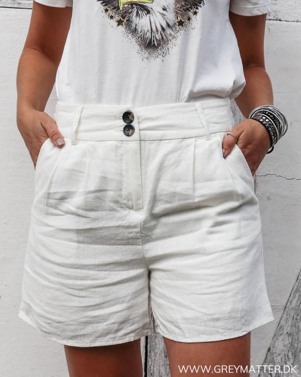 Hvide hør shorts set forfra
