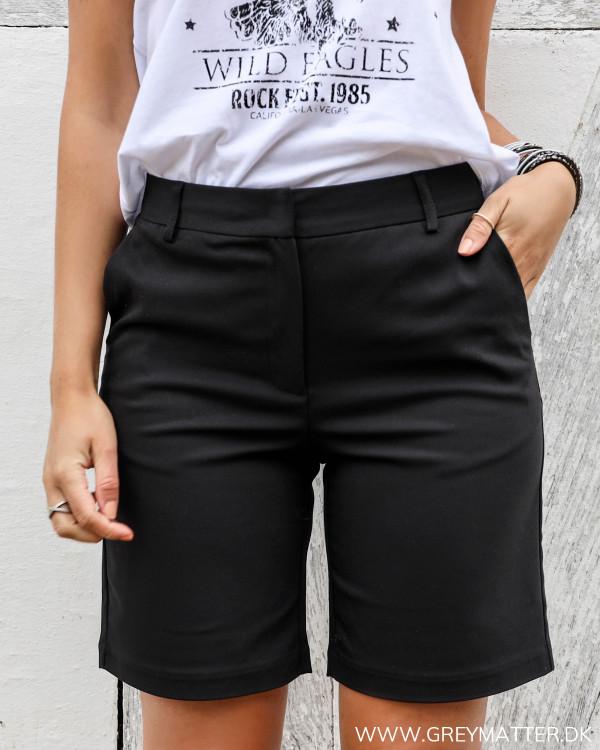 Sorte shorts med god længde til damer fra Vila