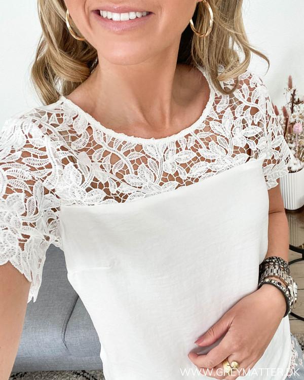 Blonde t-shirt fra Vila med rund hals