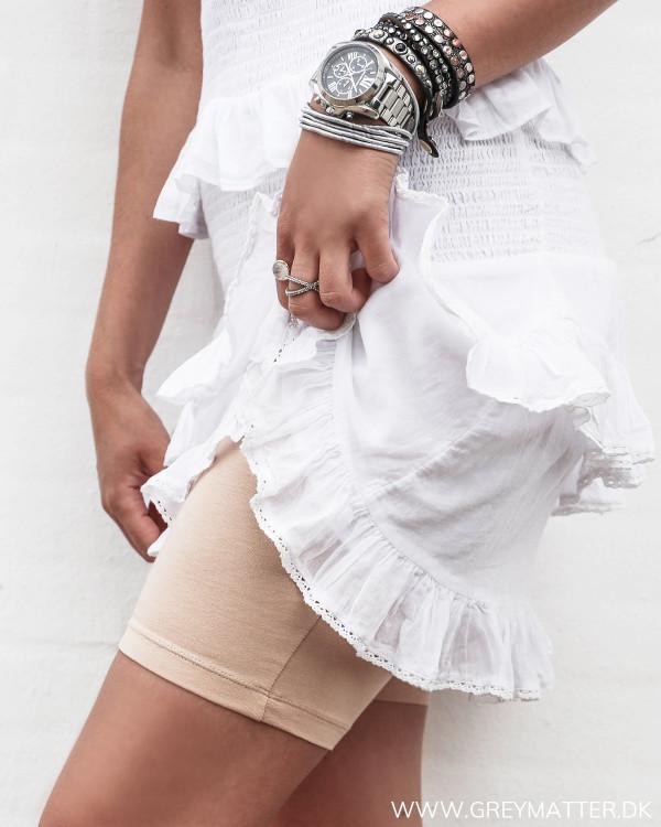 Neutrale shorts til under nederdele og kjoler, set fra siden
