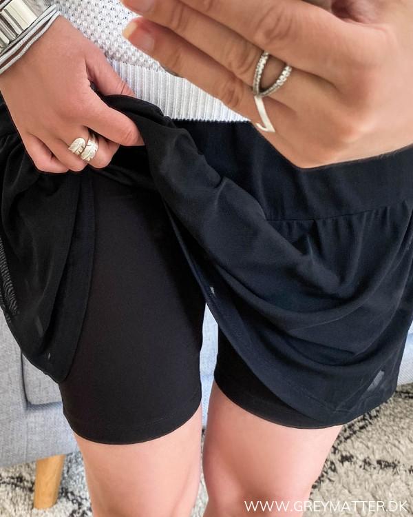 Sorte shorts til under kjoler