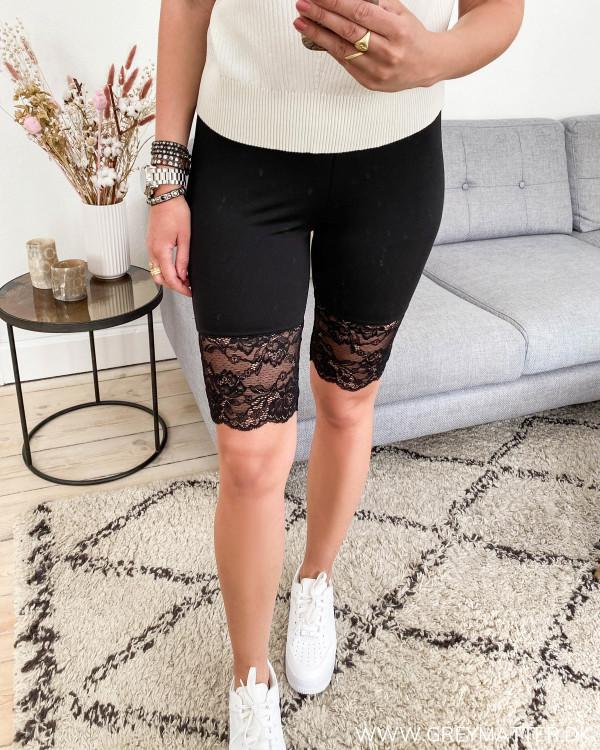Shorts til under kjoler med blondekant