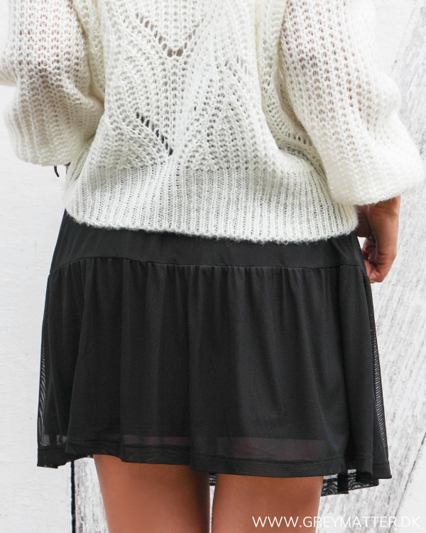 Sort nederdel fra Vila i mesh set bagfra