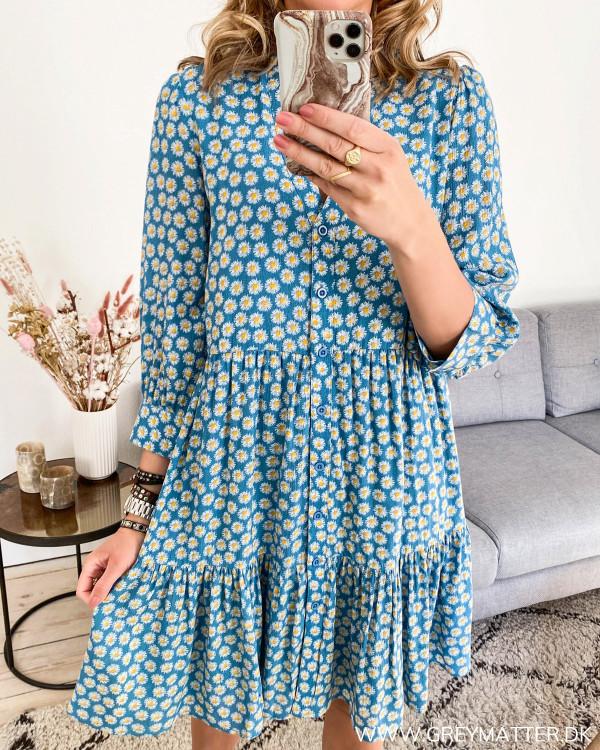 Kjole med blomsterprint fra YAS
