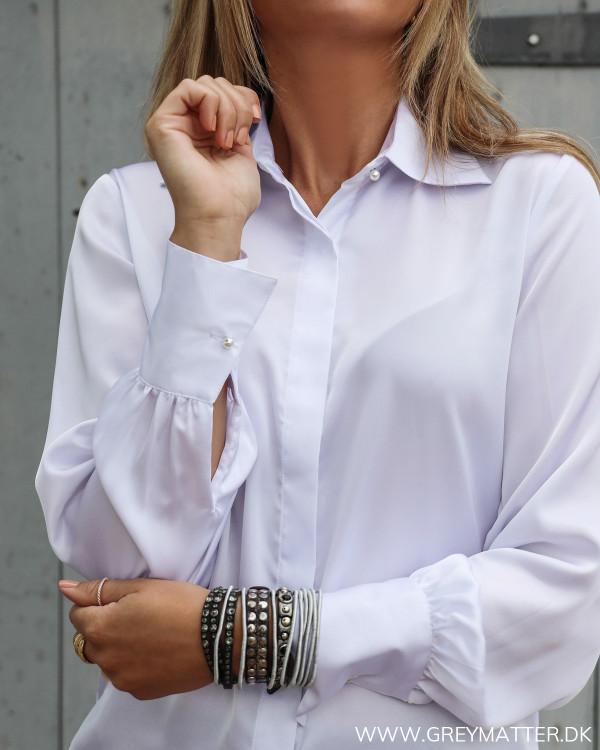 Karmamia skjorte med perlemors knapper