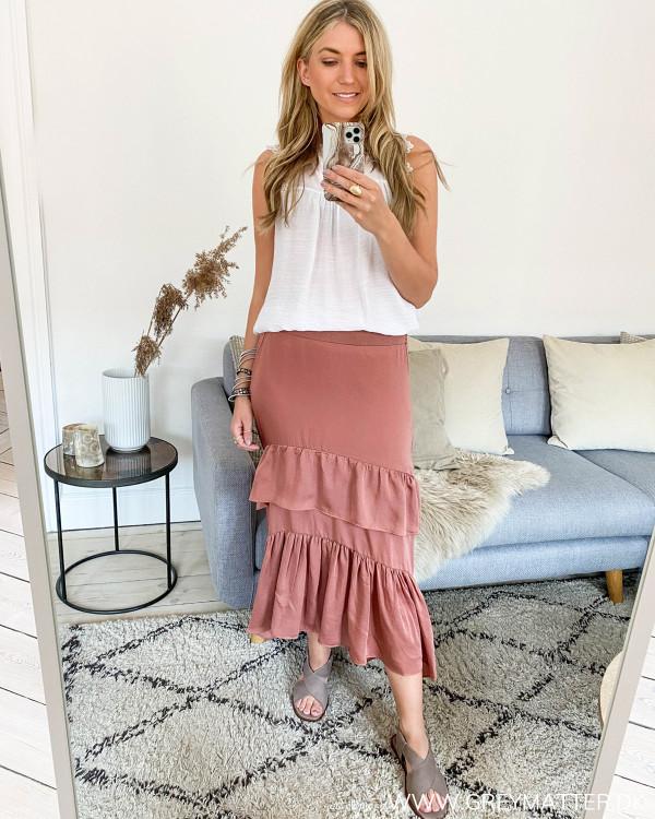 Lang nederdel fra Neo Noir stylet med hvid top