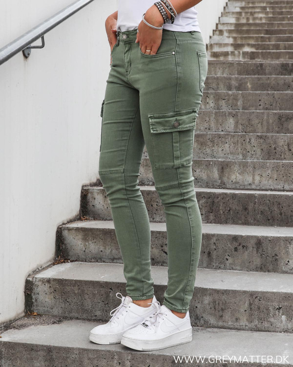 Cargo bukser til damer hos Grey Matter i grøn
