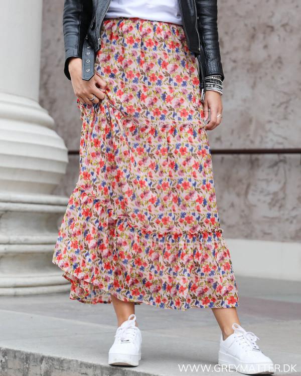 Vila viana nederdel med blomsterprint set forfra