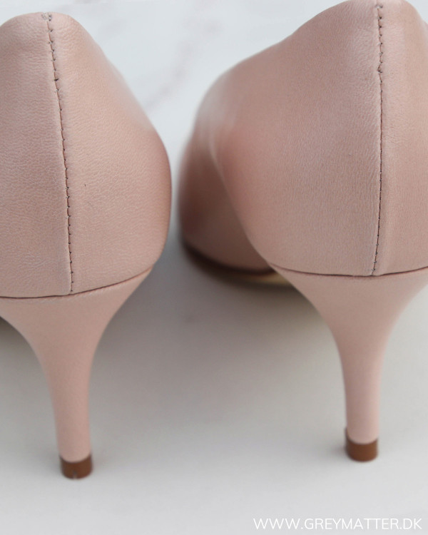 Apair Classic Pump Nude Closed Medium Heel