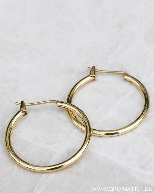 Hoops i guld fra Pure By Nat