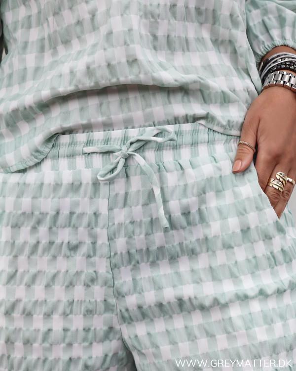 Neo Noir ternede shorts set tæt på med elastik kant