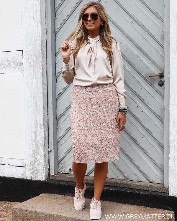 Karmamia skjorte stylet med plissé nederdel