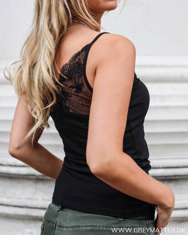 Vila blonde top i sort