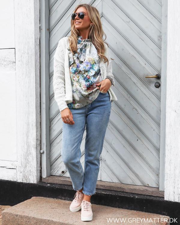 Cardigan stylet med Karmamia top og Pieces jeans